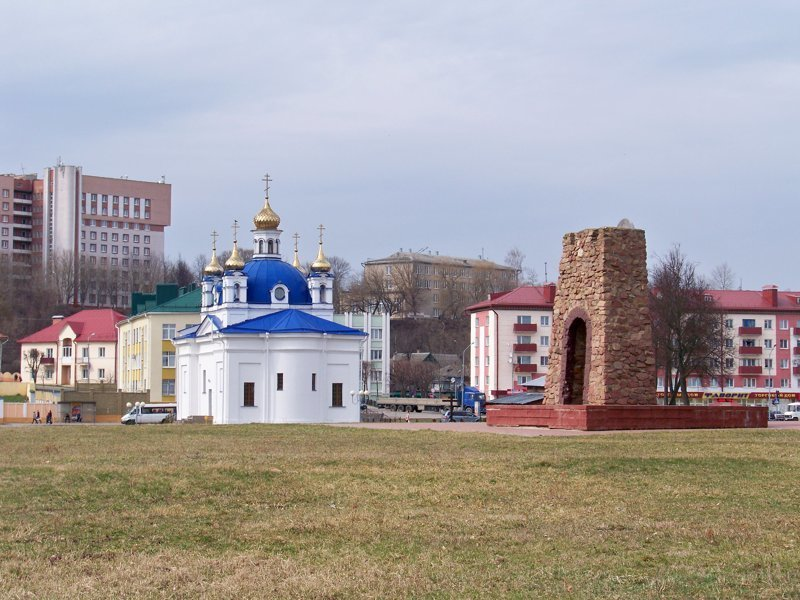 Новодельная церковь и памятный знак в честь основания города Орша, беларусы, длиннопост, красивые города, лукашенко, путешествия