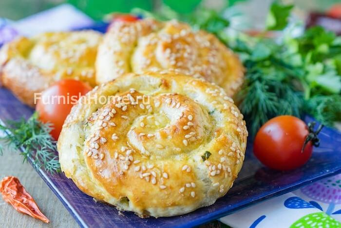 Слойки-улитки с сыром сулугуни и зеленью