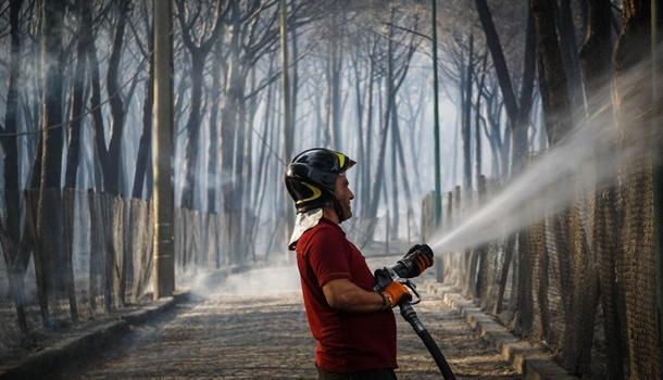 В Италии горят склоны вулкана Везувий: началась эвакуация