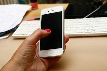 """Пользователи  установили  причину """"торможения"""" старых моделей  iPhone"""