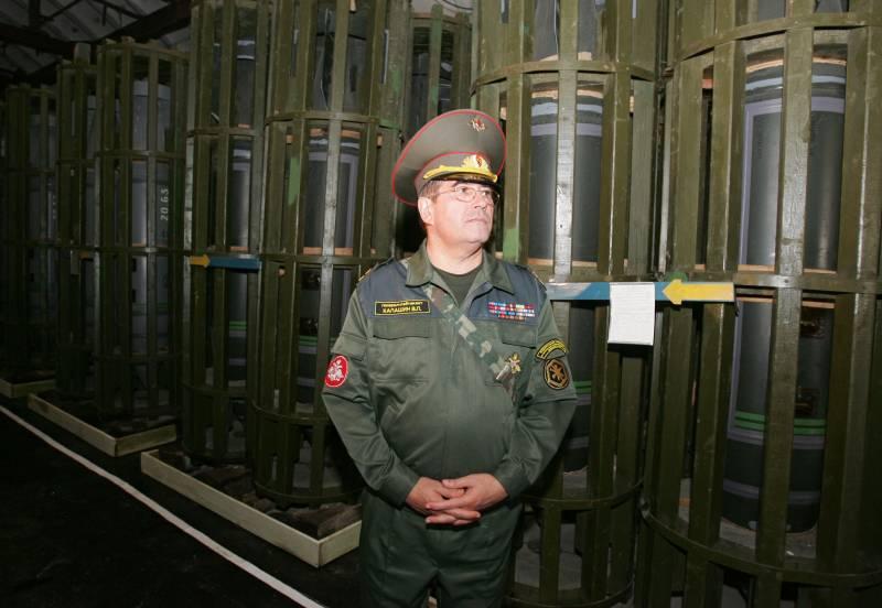 Путин поручил правительству отменить прохождение военной службы в Минпромторге