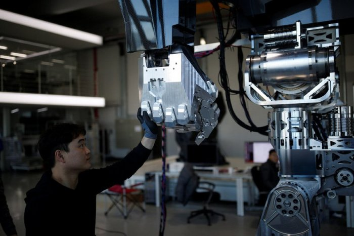 Корейцы создали 4-метрового человекоподобного робота