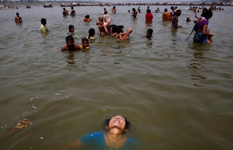 Впрочем, иногда в Индии спастись от жары можно только вот так… жара, лето, сиеста