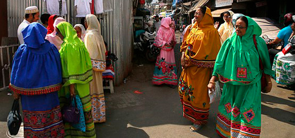 Жизнь в индийской секте, которая до сих пор делает женское обрезание