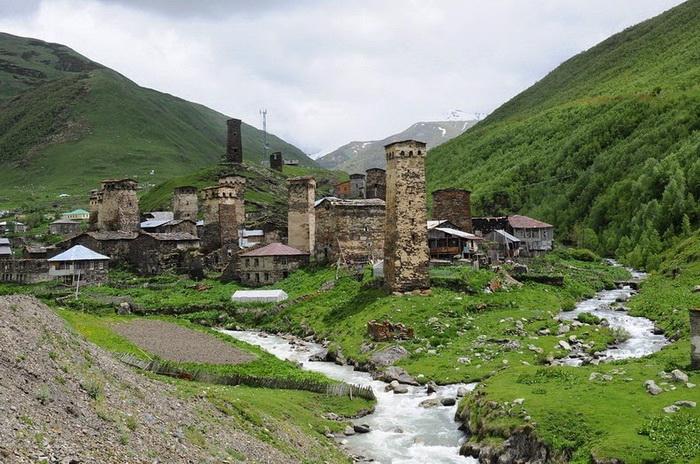 Старинные каменные башни Сванетии