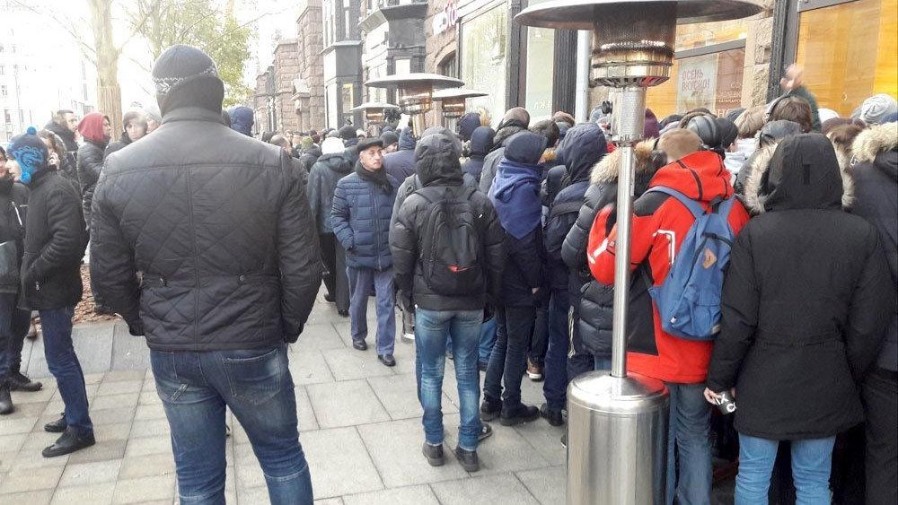 Двое суток на холоде: как в Москве стартовали продажи iPhone X