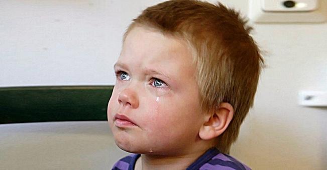Сашка лежал и плакал на кровати в комнате детдома. Ему было всего 4 года и он не понимал, куда пропали его мама и папа.…
