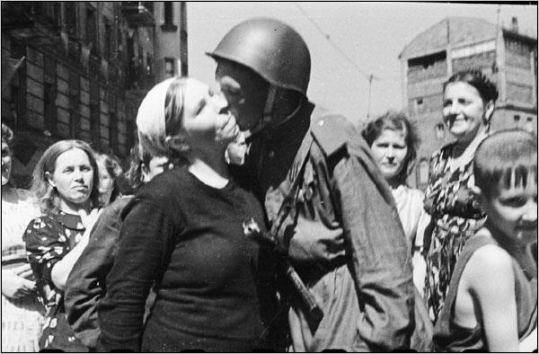 Одним из решающих факторов всемирно-исторической победы советского союза в великой отечественной войне над фашистской