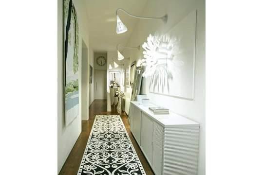 Думаете, с длинным и узким коридором ничего нельзя сделать?