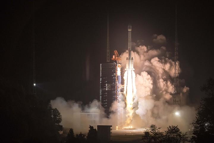 Китай вывел в космос еще два навигационных спутника