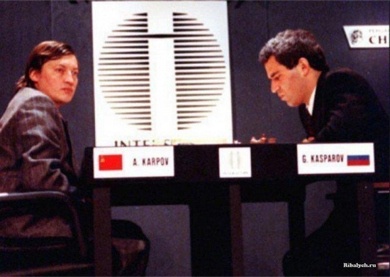 Каспаров и Карпов играют под разными флагами на чемпионате мира в Нью-Йорке, США, 1990 год история, люди, мир, фото
