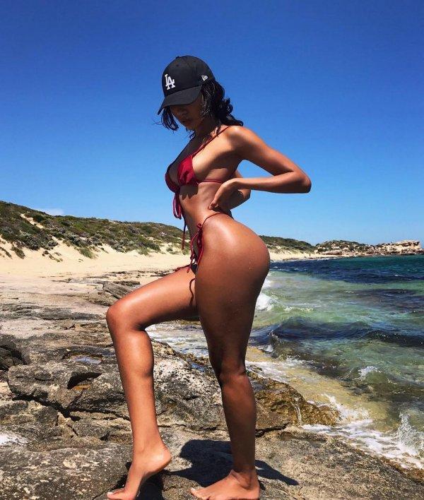 Лето, солнце, море, пляж и ...