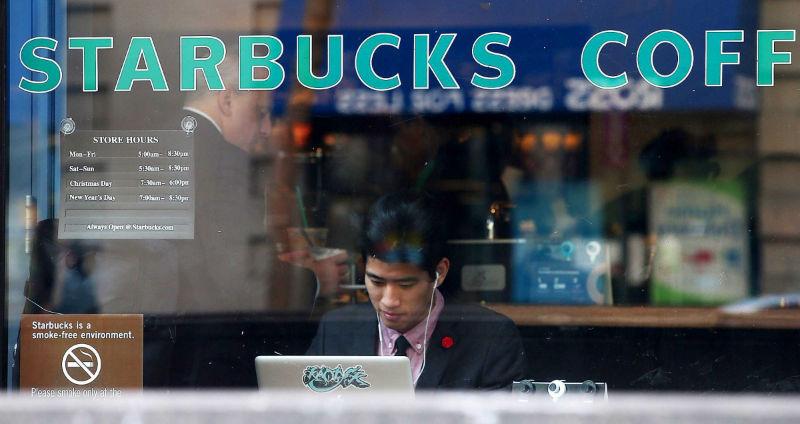 Starbucks запретил смотреть порно в кофейнях, в ответ YouPorn запретил сотрудникам пить кофе Starbucks