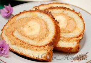 Бисквитный рулет с бананом и сгущенкой