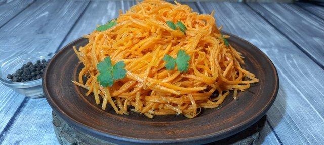 Фото к рецепту: Морковка по-корейски