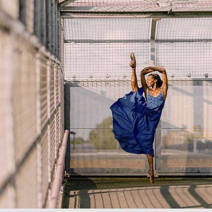 Темнокожая балерина рассказа…