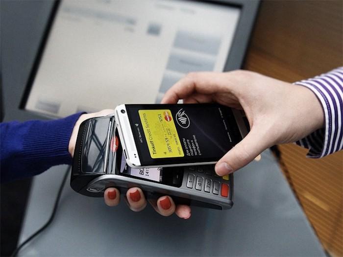 Смартфоны-«сканеры» банковских карт действительно существуют.