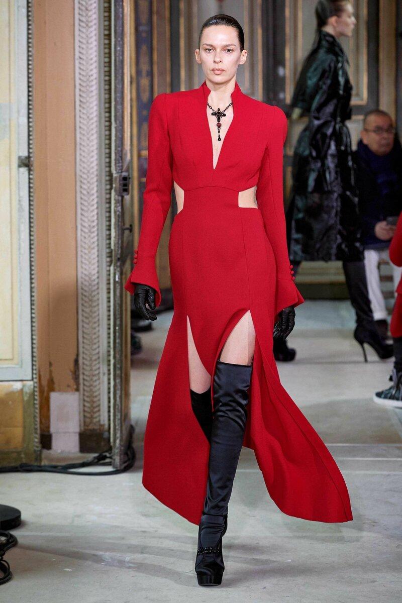 Тренд – платье с разрезами на талии. /Фото: i.pinimg.com