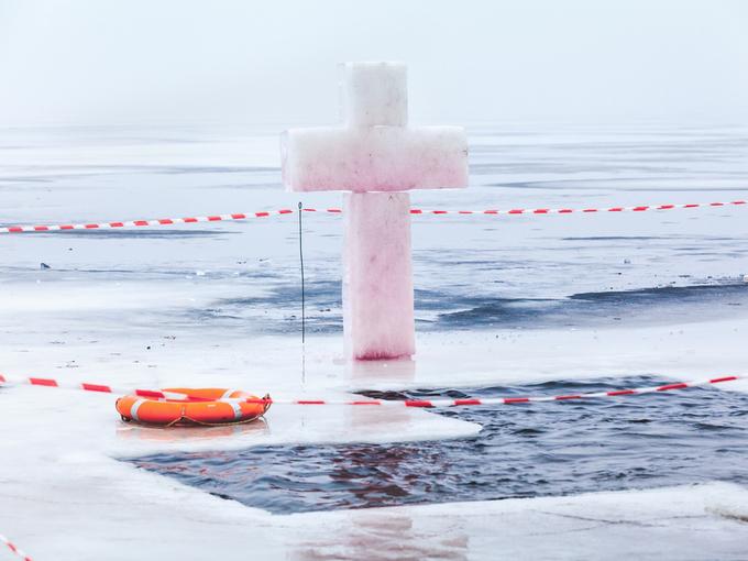 Крещение Господне: 6 правил, которые надо соблюдать во время купания в проруби - Smak.ua