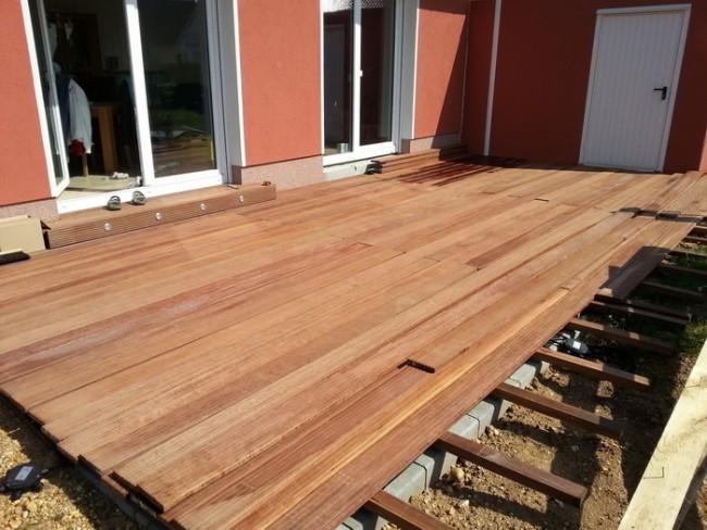 Лучший материал для строительства деревянной террасы - это доски из лиственницы