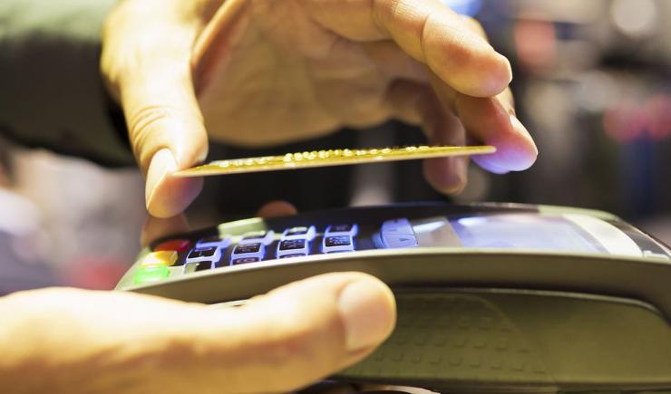 Как по воздуху крадут деньги с карт и смартфонов