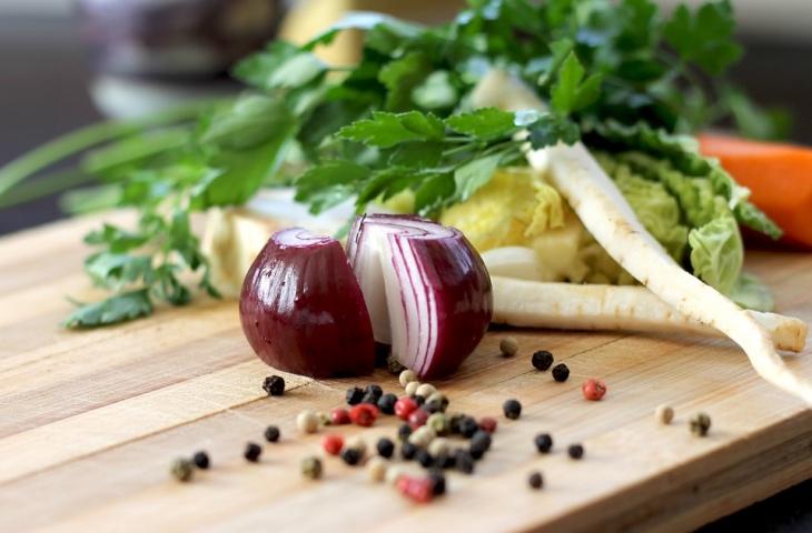 7 простых способов готовить с меньшим количеством соли