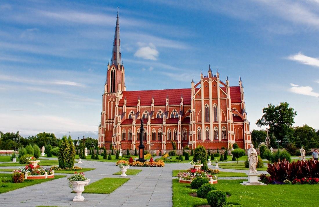 Католический храм в Беларуси, вдохновляющий своей красотой!