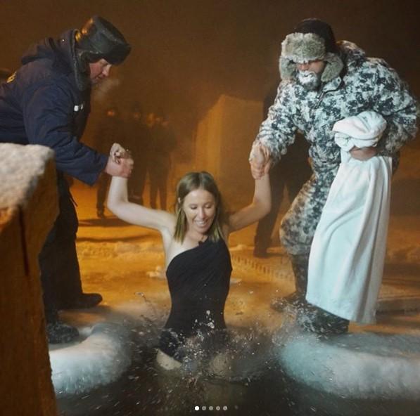 Собчак пытались утопить в проруби (фото)