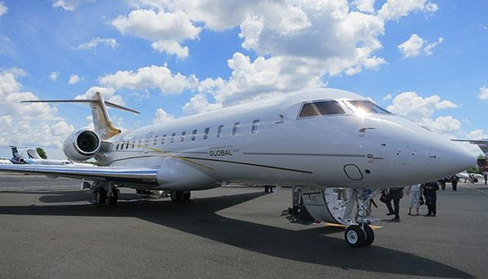 Пассажирский самолет Bombardier Global 6000.