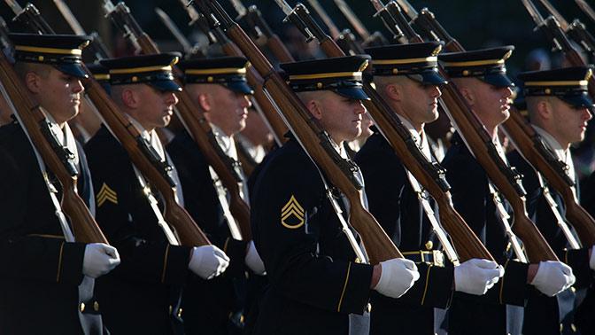 Вашингтон зажлобил военный парад в США