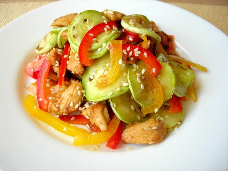 Салат с кабачками и курицей «Причуда». Его вкус вас приятно удивит