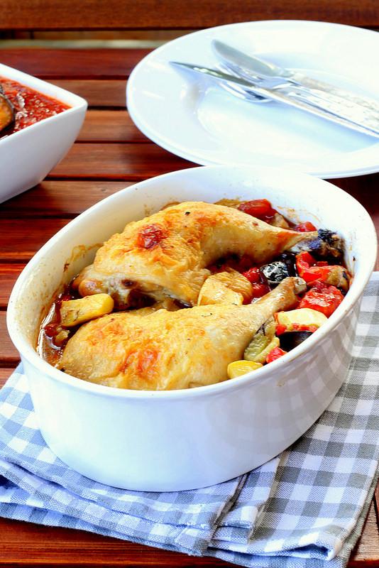 Курица жареная с баклажанами и кабачками