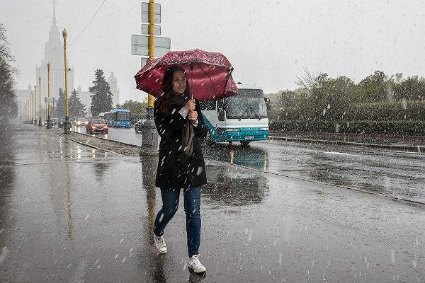 Москвичам посоветовали готовиться к снегу