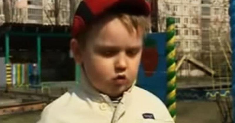 Журналист задал всего один вопрос шестилетнему мальчику. Ответ ребенка рассмешил пользователей Сети!