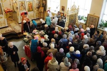 Гигантская очередь за святой водой возникла в Санкт-Петербурге
