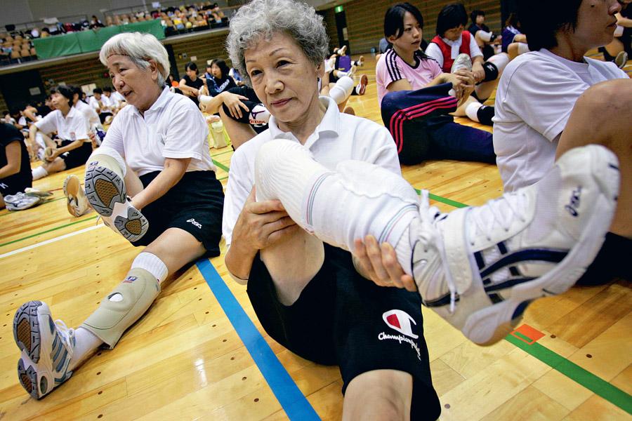 Любить тело, есть рыбу и уважать врачей: 10 секретов японского долголетия