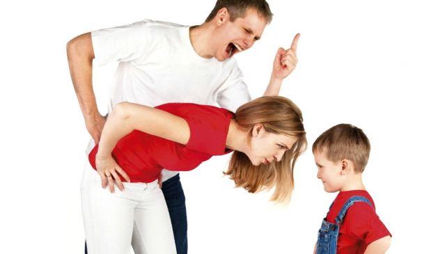 родители кричат воспитывают ребенка