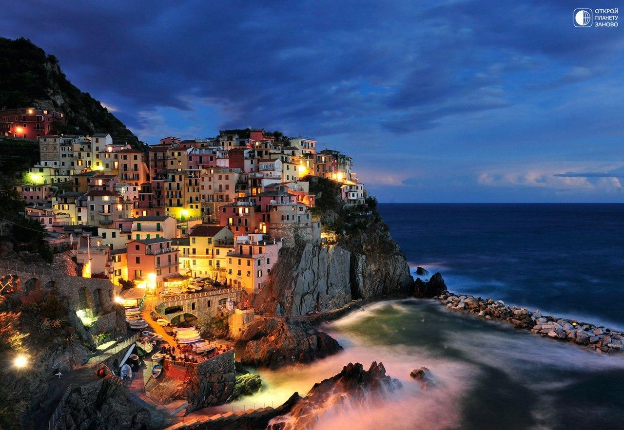Красочный городок Манарола в Италии