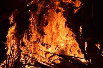 Сгоревший на трассе в Казахстане автобус обогревали паяльной лампой