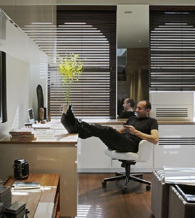 В современной малогабаритной квартире вряд ли найдется место для отдельного офиса.