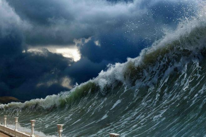 Корабль столкнулся с цунами …