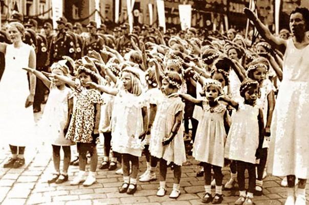 Тайна «Лебенсборна». Куда делись 50 000 детей, украденных эсэсовцами в СССР