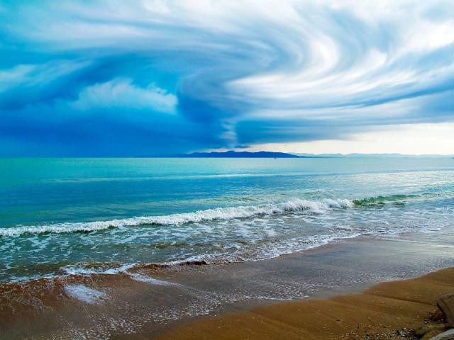 http://www.zastavki.com/pictures/640x480/2012/Nature_Beach_Appearance_of_a_tornado_024561_29.jpg