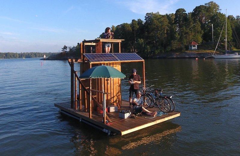 Турист-изобретатель на плавучей сауне отправился до Таллина