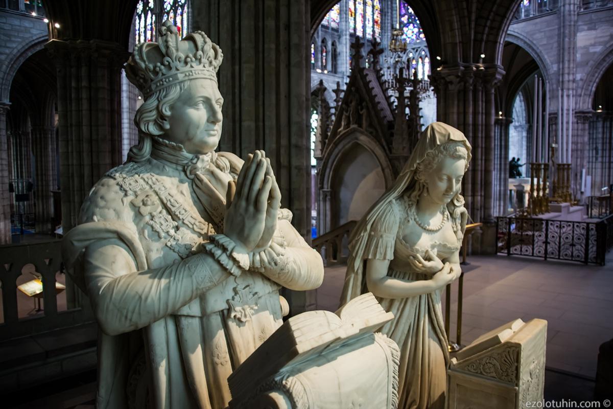 Первый в мире готический собор: где покосятся останки французских монархов
