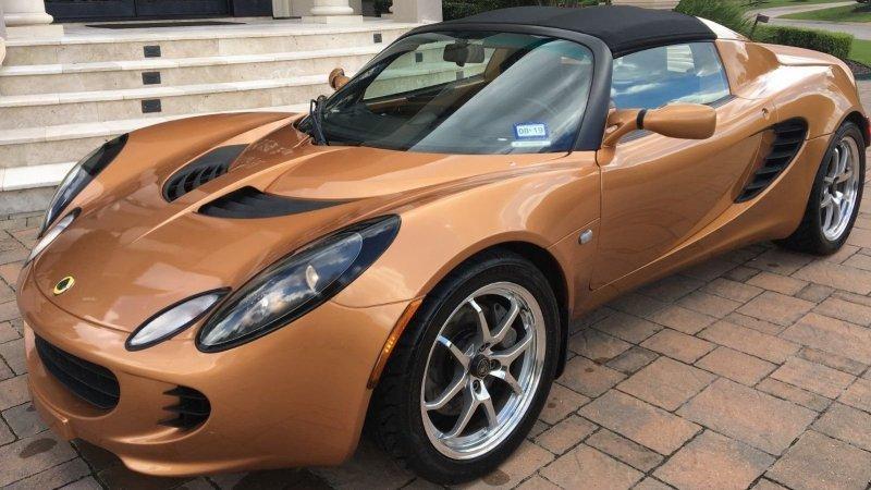 Lotus Elise списан в тотал из-за царапины на бампере