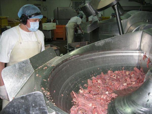 Как делают колбасу - в фотографиях