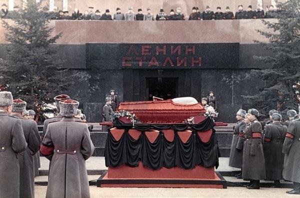 Что произошло во время похорон Сталина