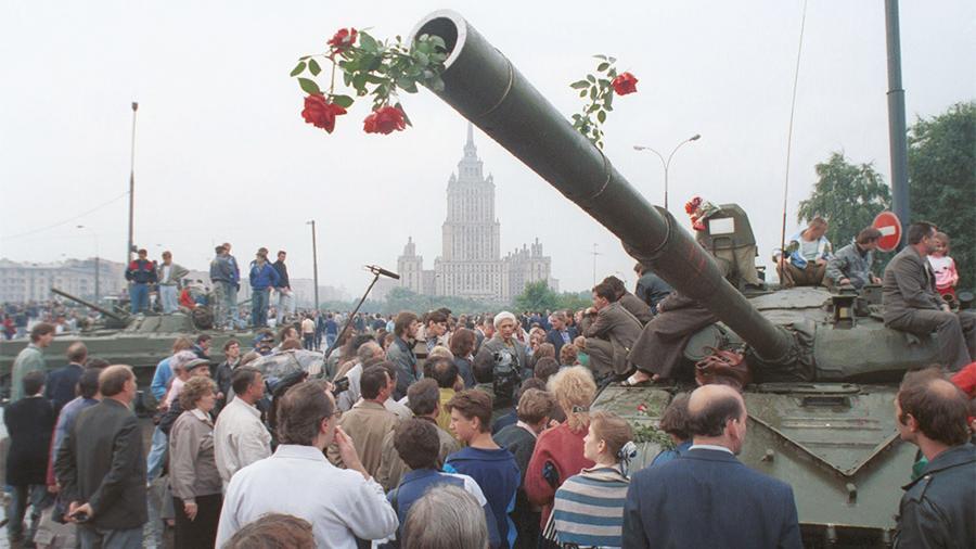 Проиграли все: россияне не оценили путч