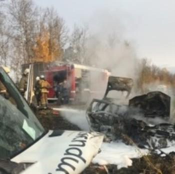 Под Псковом столкнулись микроавтобус и легковушка, есть жертвы и пострадавшие